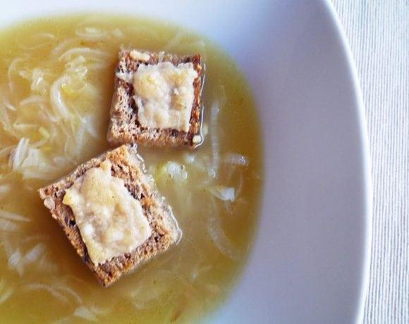 Sopa de chalotas y yema