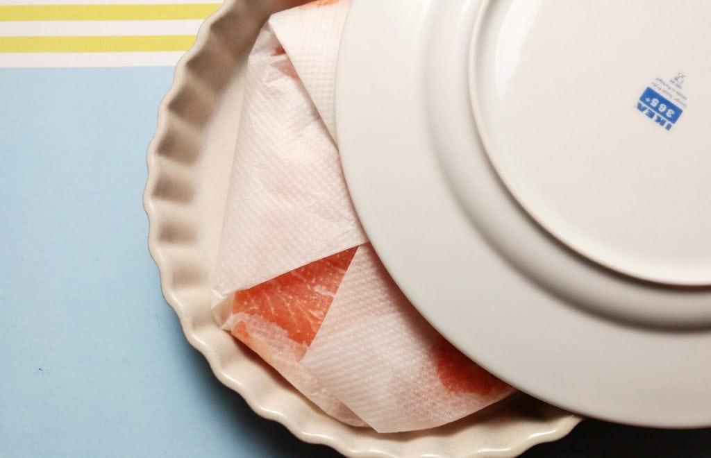 Paquete de salmón en papel sulfurizado