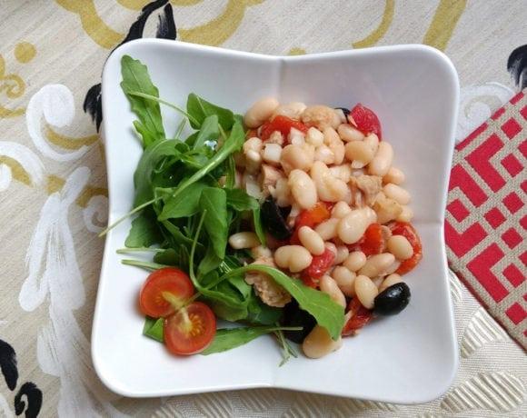 ensalada de alubias blancas y pimientos rojos asados