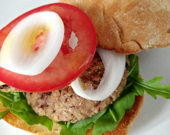 hamburguesa vegetal de alubias rojas y quinoa