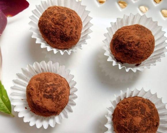 trufas de dátiles, cacao y almendra