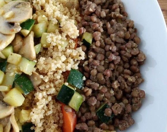 lentejas con quinoa, calabacín y champiñón