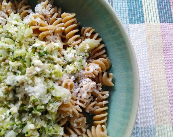 pasta con salsa de tofu y brócoli