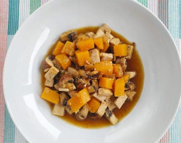 guiso de tofu, calabaza y champiñón