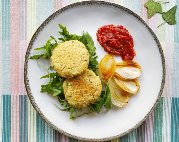 hamburguesa de garbanzo y cacahuete con mermelada de tomate