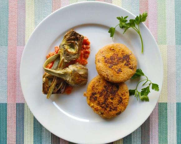 hamburguesa de boniato y quinoa con alcachofas